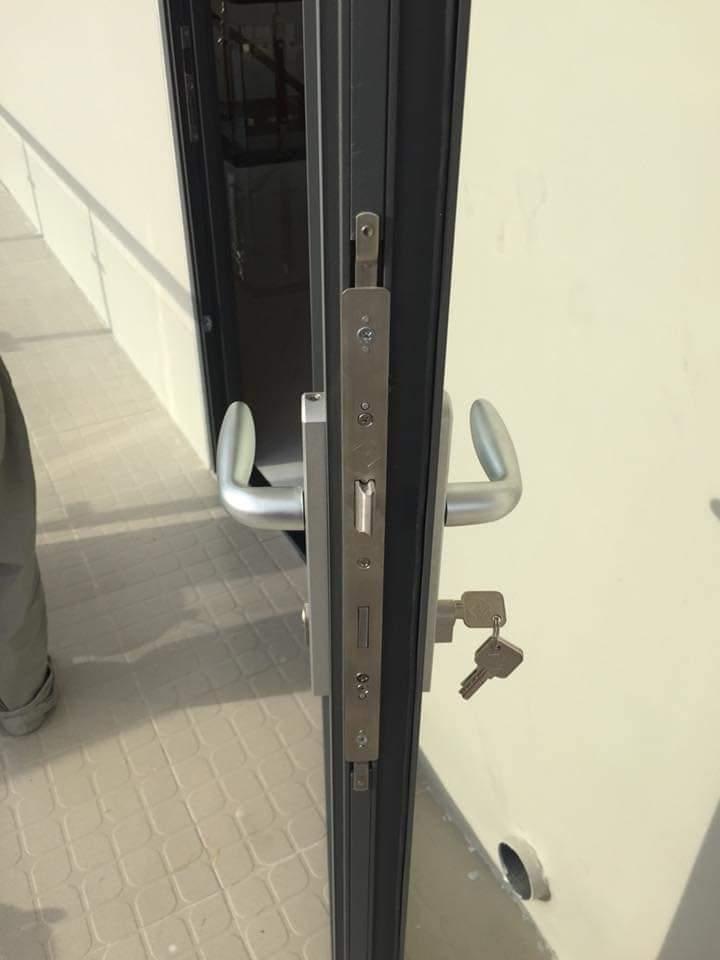 khóa cửa nhôm Xingfa