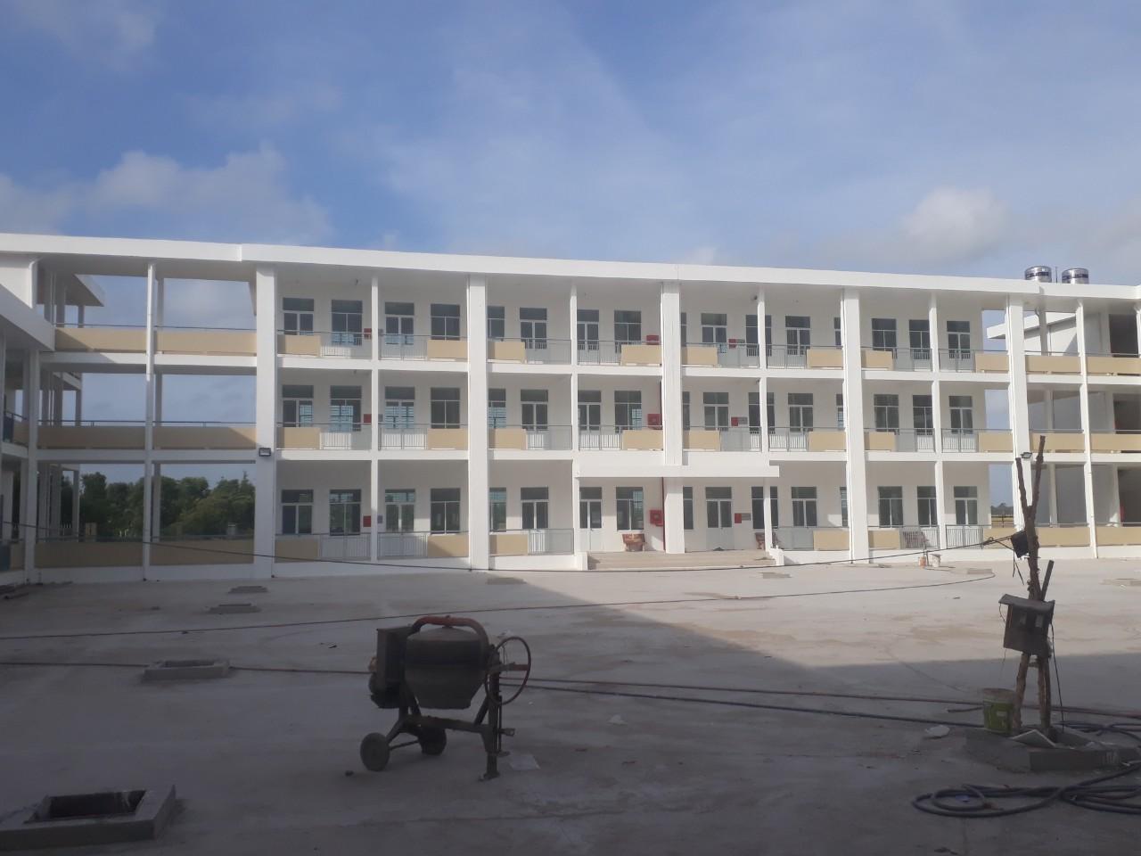 Trường THPT LÊN VĂN TÁM ĐANG HOÀN THIỆN DẦN HẠNG MỤC THI CÔNG